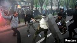 Donetskdə rusiyapərəstlərlə Meydan tərəfdarlarının toqquşması, 28 aprel 2014-cü il