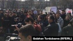 Участники акции против насилия в отношении женщин. 10 марта 2020 года.