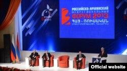 Армения - Президенты Серж Саргсян и Владимир Путин принимают участие в открытии Третьего армяно-российского межрегионального форума, Гюмри, 2 декабря 2013 г.