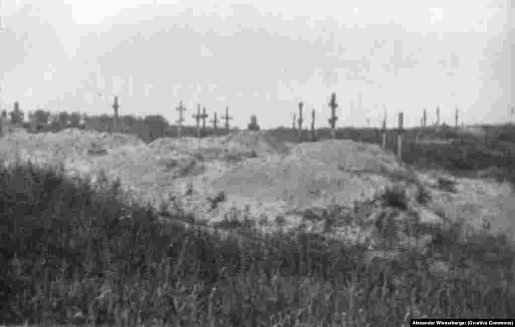 Трупи тих, хто помер від голоду, ховають у колективних могилах