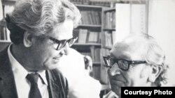 В 1973 году в читальном зале одного из алматинских вузов неожиданно встретились два бывших узника Эбензее - Илья Назаров (слева) и Ханс Шпиккер (из Берлина). Фото из архива автора.