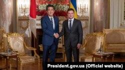Президент України Володимир Зеленський (праворуч) та прем'єр-міністр Японії Сіндзо Абе, Токіо, 21 жовтня 2019 року