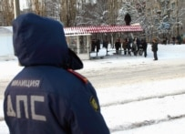 Officials investigating an explosion at a Voronezh bus stop on January 26, 2005 (TASS)