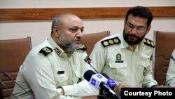 فرمانده انتظامی خوزستان، محمدرضا اسحاقی (چپ) خبر تیراندازی در بهبهان را تکذیب کرده است.
