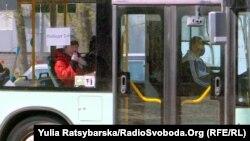 18-20 квітня жителі міста – працівники критичної інфраструктури – не зможуть користуватися транспортом без спецдовідки з роботи