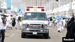 Машина скорой помощи у места давки близ Мекки, 24 сентября 2015 года.