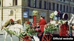 В Петербурге кареты заказывают и гости города, и молодожены, конкуренция между фирмами большая