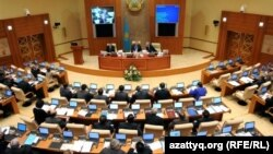 Депутаты мажилиса парламента на заседании палаты. Иллюстративное фото.