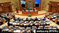 Депутаты мажилиса парламента на заседании палаты. Астана, 9 ноября 2011 года.