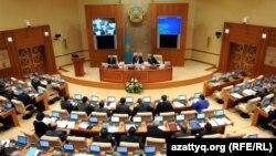 Қазақстанның парламент мәжілісі депутаттарының жалпы отырысы. Көрнекі сурет.