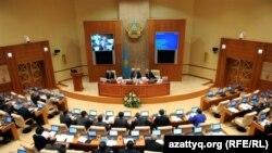 Парламент мәжілісі депутаттарының отырысы. Астана, 9 қараша 2011 жыл. (Көрнекі сурет)