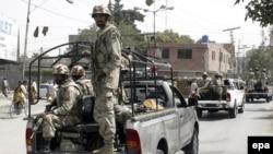 کوټه: امنیتي سرتېري په بلوچستان کې د ګزمې پر مهال. دا انځور د ۲۰۱۰ز کال دی.