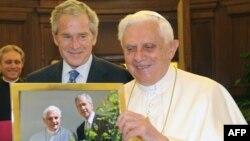 Papa Benedict XVI i američki predsjednik George W. Bush u Vaticanu, 13. juni 2008