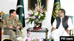 Pakistani Prime Minister Shahid Khaqan Abbasi (R) talks with U.S. Centcom commander, General Joseph Votel, in Islamabad on August 19.