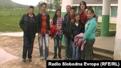 """Ученици од основно училиште """"Кирил и Методиј"""" од прилепското село Канатларци."""