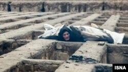 به نوشته روزنامه شهروند، ساکنان قبرهای خالی آرامگاه نصیرآباد شهریار، بیابانخواب و یا زندانی شدهاند.