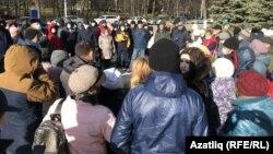 Башкортстан парламенты янында ризасызлык белдерүчеләр