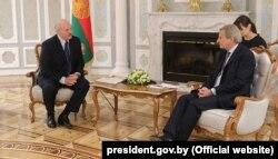 Аляксандар Лукашэнка і эўракамісар Ёганэс Ган, Менск, 21 чэрвеня 2018