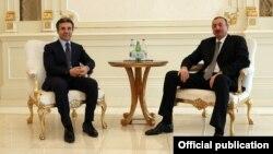 Главу грузинского правительства в Баку встретили тепло и с почестями