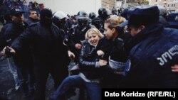 Тбилисидаги намойишчилардан 37 нафари қўлга олинди.