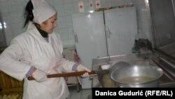 U 76 narodnih kuhinja Crvenog krsta na području Srbije dnevno se podeli oko 35.000 obroka