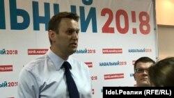 Российский оппозиционный политик Алексей Навальный во время открытия предвыборного штаба в Йошкар-Оле.