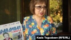 """Розлана Таукина, """"Правдивая газетаның"""" редколлегия мүшесі. Алматы, 22 тамыз 2013 жыл."""