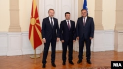 Бакир Изетбеговиќ, Зоран Заев и Драган Човиќ во Сараево