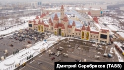 Some Russians have criticized Dream Island's extensive car park.