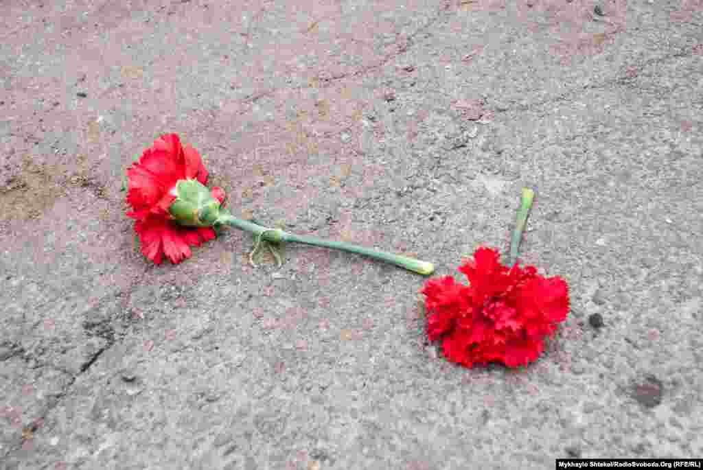 Поховання політика пройшло тихо. З українських політиків на кладовище приїхав лише народний депутат Антон Геращенко