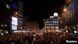 Тисячі чехів по всій країні вийшли вимагати на вулиці відставки Зденека Ондрачека, Прага, 5 березня 2018 року
