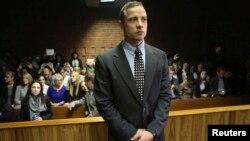Atleti, Oscar Pistorius gjatë një prej paraqitjeve në gjykatë, Afrikë e Jugut
