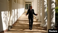 B.Obama Ağ evdə iş otağına yollanır.