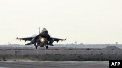 Єгипетський бойовий літак повертається з операції проти ісламістів, 16 лютого 2015 року, фото Міністерства оборони Єгипту