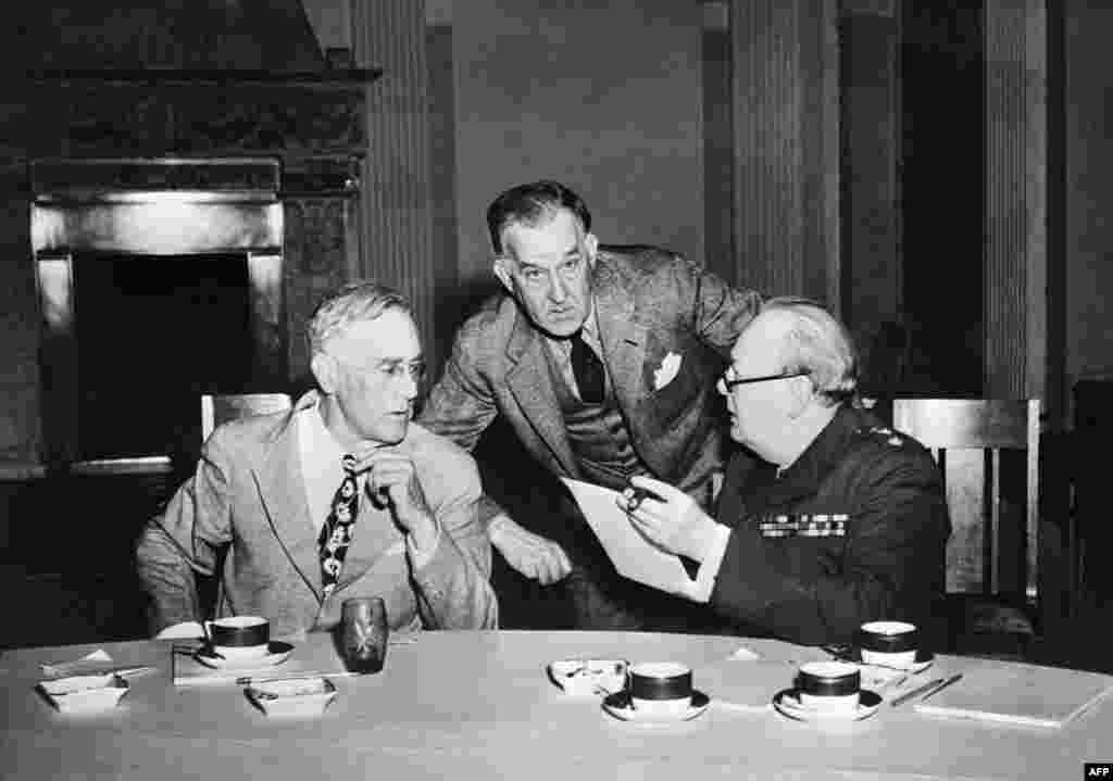 Roosevelt (left) and his press secretary, Steve Early, confer with Churchill (right) on February 4.