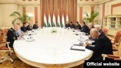 Встреча Э. Рахмона с Дж. Вотелом. Фото пресс-службы президента Таджикистана.