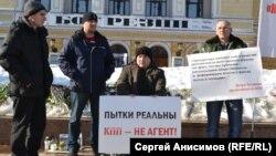 Пікет на підтримку «Комітету проти тортур» у Нижньому Новгороді. Березень 2016 року
