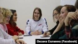 """Оксана Салмина с активистами """"Молодой Гвардии"""""""