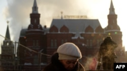 Люди в центре Москвы. Иллюстративное фото.