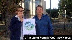 Мішель Єльчанінофф 19 вересня вийшов до будівлі російського посольства в Парижі з плакатом #Free Sentsov