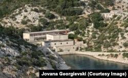 Pjesa qendrore e burgut në Goli Otok.