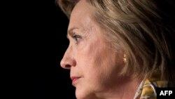 """Hillary Clinton """"gözlənilməz"""" məğlubiyyətə uğrayıb"""