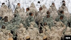 نیروهای ارتش ایران در یک رژه