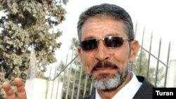 Mirzə Sakit həbsdən azad edilərkən. 9 aprel 2009
