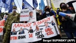 Під час Всеукраїнської акції протесту «Рік Зеленського – рік реваншу». Київ, 24 травня 2020 року
