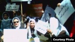 حاضران در تجمع خیابان پاستور میگفتند سه گروه از زنان جدا از هم ایستاده بودند.