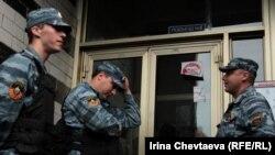 Ռուսաստան - Իրավապահները խուզարկություն են իրականացնում ընդդիմադիր գործիչ Ալեքսեյ Նավալնու տանը, Մոսկվա, 11-ը հունիսի, 2012թ.