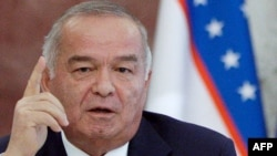 Russia -- Uzbek President Islam Karimov during a document signing ceremony in Moscow, 20Apr2010