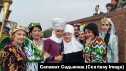 С кыргызской стороны узбекскую делегацию встречали и известные артисты.