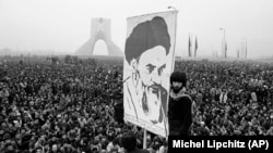 ساعت ششم - انقلاب با «استقلال» چه کرد؟